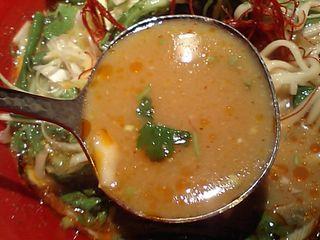 冬陰激城麺:スープ